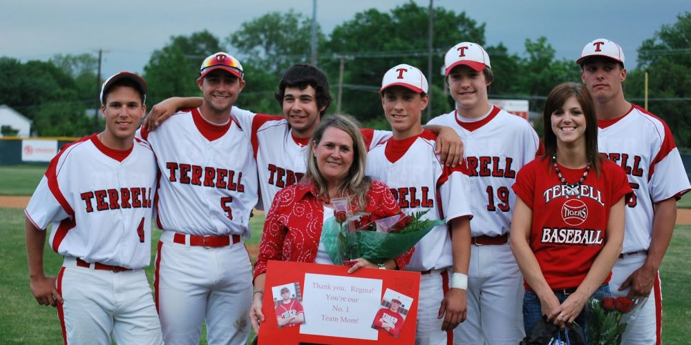2010 Seniors and team mom